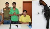 কুমিল্লা ডিবি পুলিশের অভিযানে ইসলাম হত্যা মামলার আসামী অস্ত্র সহ গ্রেফতার
