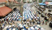 নামাজ থামিয়ে হিন্দুদের মন্দিরে যাওয়ার পথ করে দিলেন মুসলিমরা