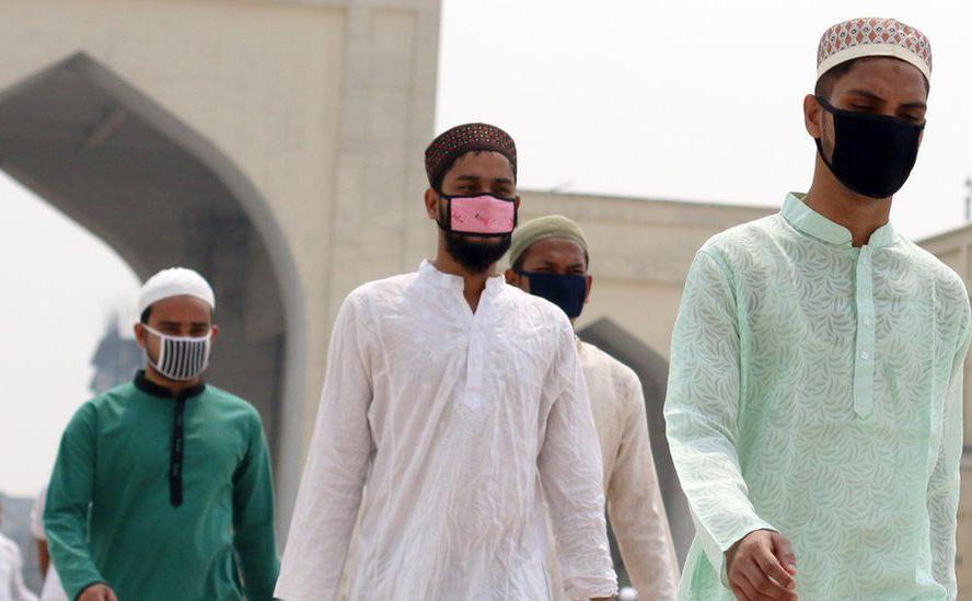 আজ জুম্মার নামাজে মুসল্লিদের ভিড়, মানা হচ্ছে না সরকারি অনুরোধ